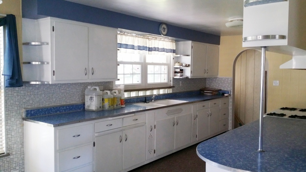 Abso-galootely - the most perfect kitchen that I've seen in my house-hunting zillow-loving searches.